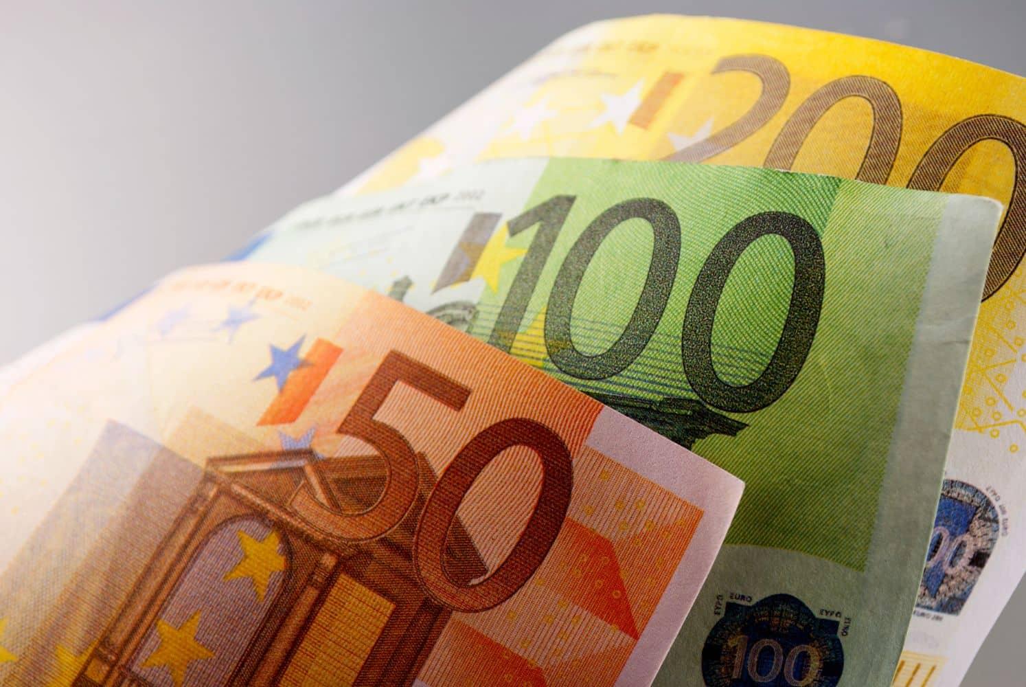 Πληρωμές επιδόματα σήμερα: Ποιοί πάνε ταμείο