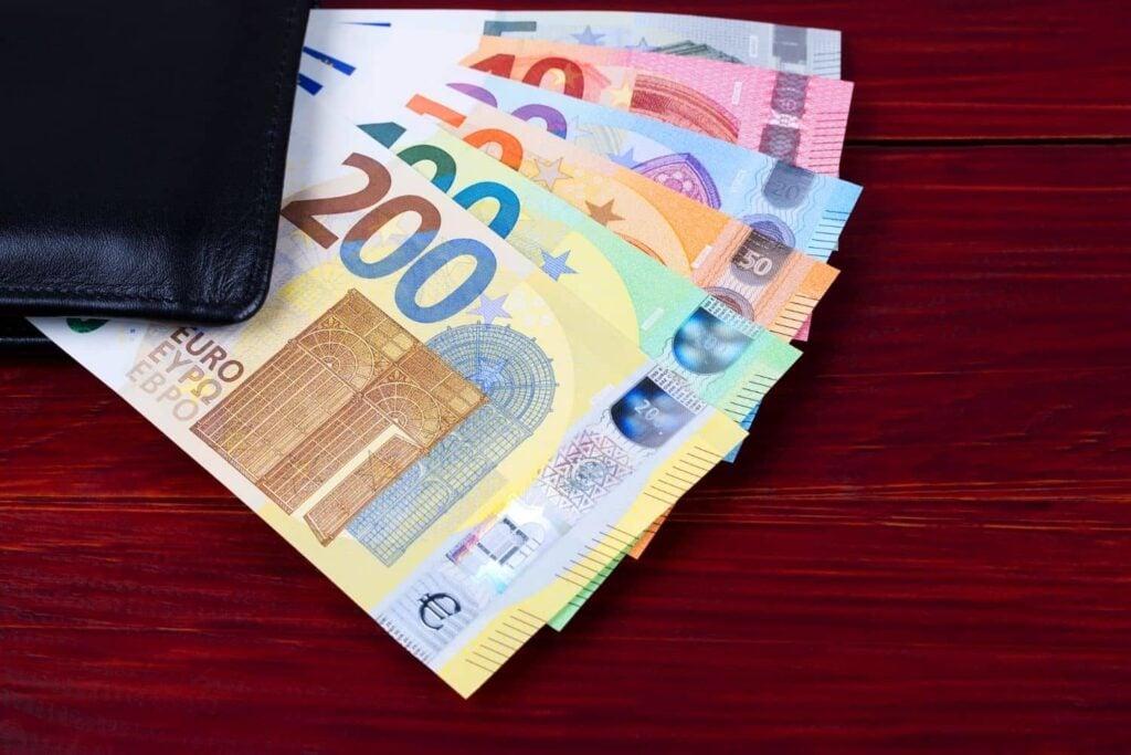 Επίδομα 800 ευρώ: Tι πρέπει να ξέρετε για αιτήσεις και πληρωμές – Όλα τα ΝΕΑ
