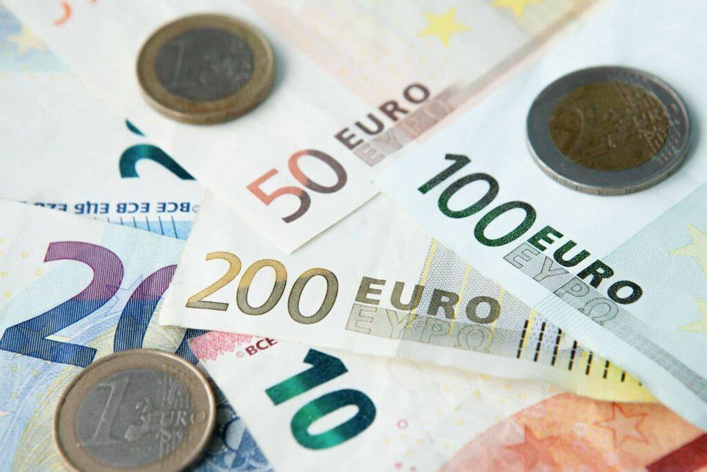 Επίδομα 400 ευρώ: Ποιοί πάνε ταμείο σήμερα