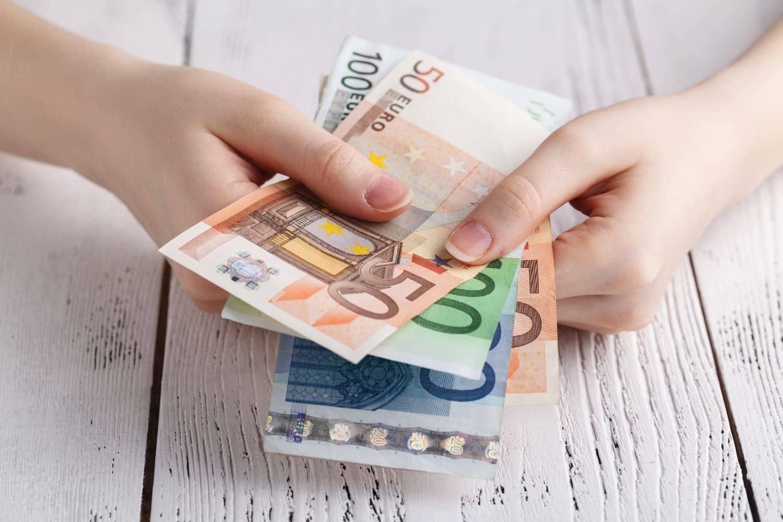 Πληρωμές - Ημερομηνίες: Επίδομα θέρμανσης, συντάξεις, αναδρομικά, δώρα, επιστρεπτέα