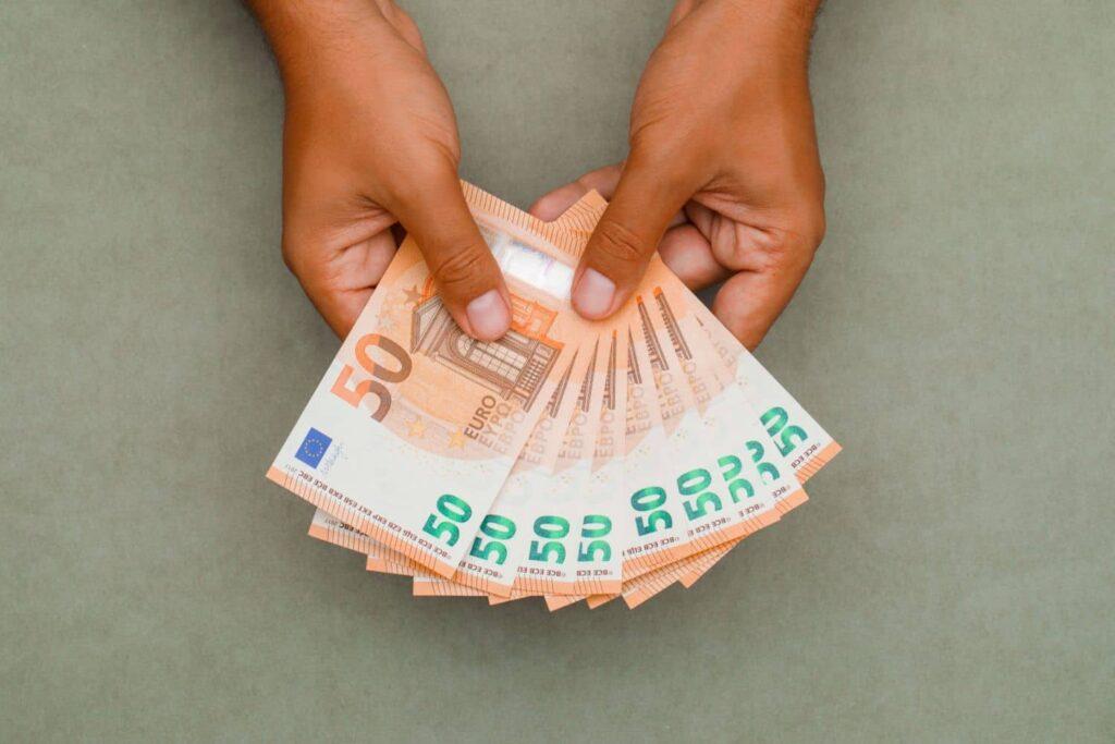 Επίδομα 800 ευρώ – επίδομα 400 ευρώ: Πληρωμές ΕΔΩ
