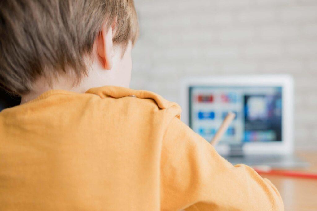 Voucher 200 ευρώ για laptop και tablet σε μαθητές και φοιτητές: Τι προβλέπει η τροπολογία