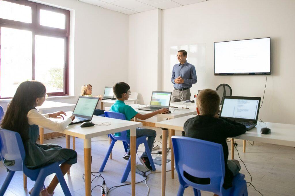 Μεταθέσεις εκπαιδευτικών: Κενά και πλεονάσματα στα σχολεία της Λάρισας
