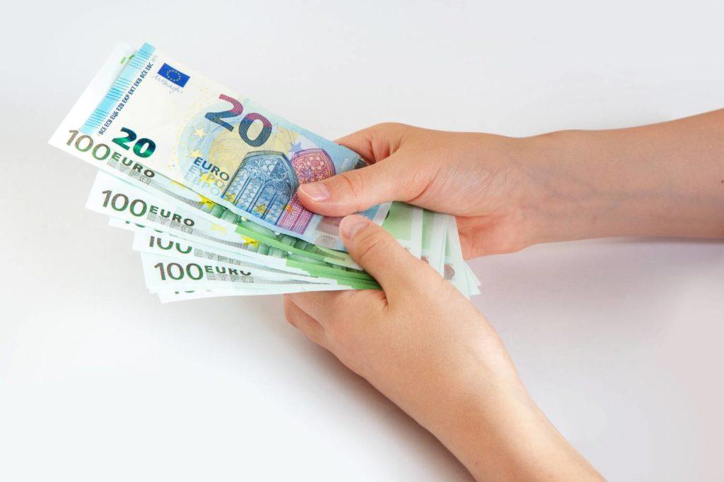 Επιδόματα - Πληρωμές: Η αντίστροφη μέτρηση για τις πληρωμές έχει ήδη ξεκινήσει. Όσα πρέπει να ξέρετε για το επίδομα παιδιού, το επίδομα ενοικίου