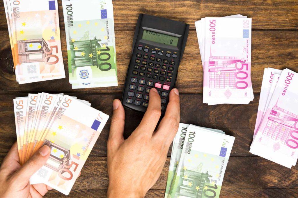 Συντάξεις: Ποιοί θα πάρουν αυξήσεις και αναδρομικά – Τα ποσά