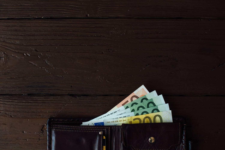 Συντάξεις - επιδόματα: Ποιοί πληρώνονται μέχρι τέλος του μήνα