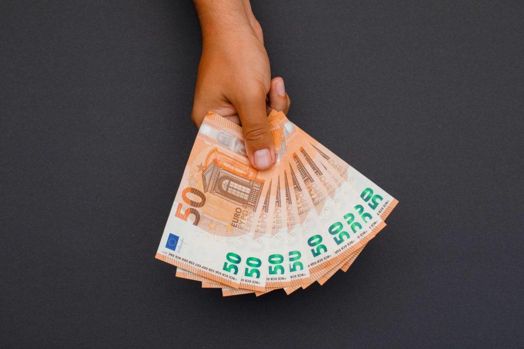 Η Επιτροπή Κεφαλαιαγοράς προειδοποιεί: Προσοχή στις παράνομες πλατφόρμες – Τι να προσέξετε