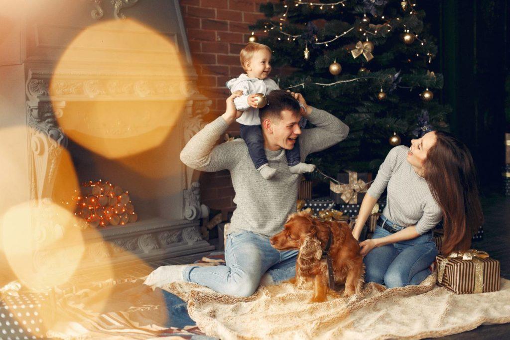 Χαρούμενες γιορτές για τα παιδιά μέσα στο σπίτι