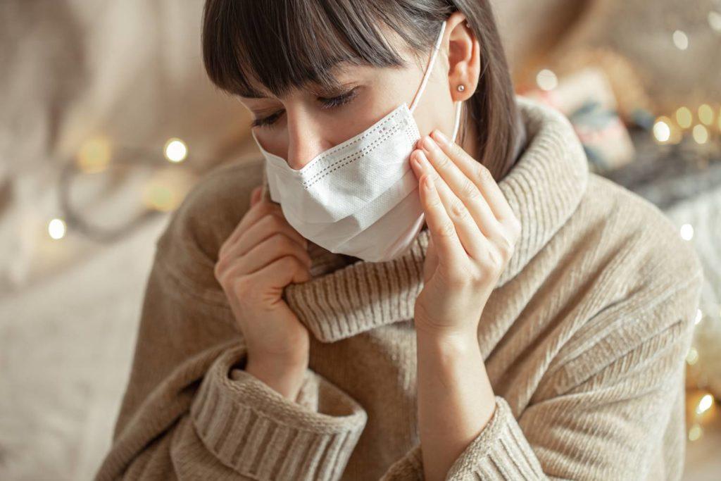 Κορονοϊός: Ποιοί δεν πρέπει να φορούν διπλή μάσκα – Οδηγίες