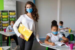 Άνοιγμα σχολείων: Νέα μέτρα, κλιμακωτό ωράριο και στοχευμένα τεστ