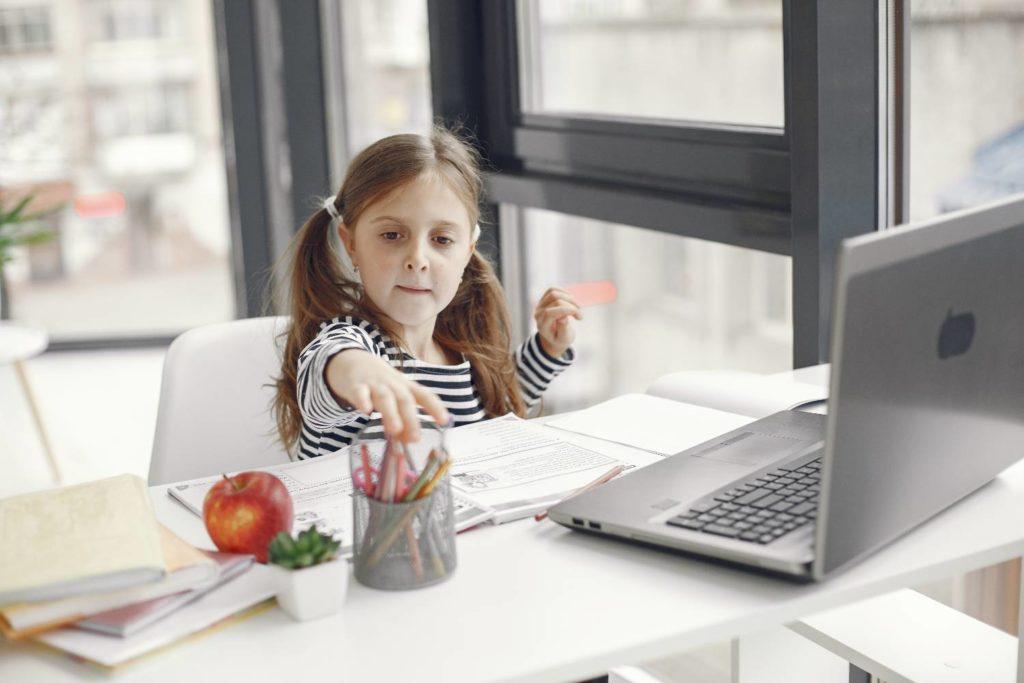 Εκπαιδευτικοί – τηλεκπαίδευση: Γιατί δεν πρέπει να κατατεθεί βαθμολογία