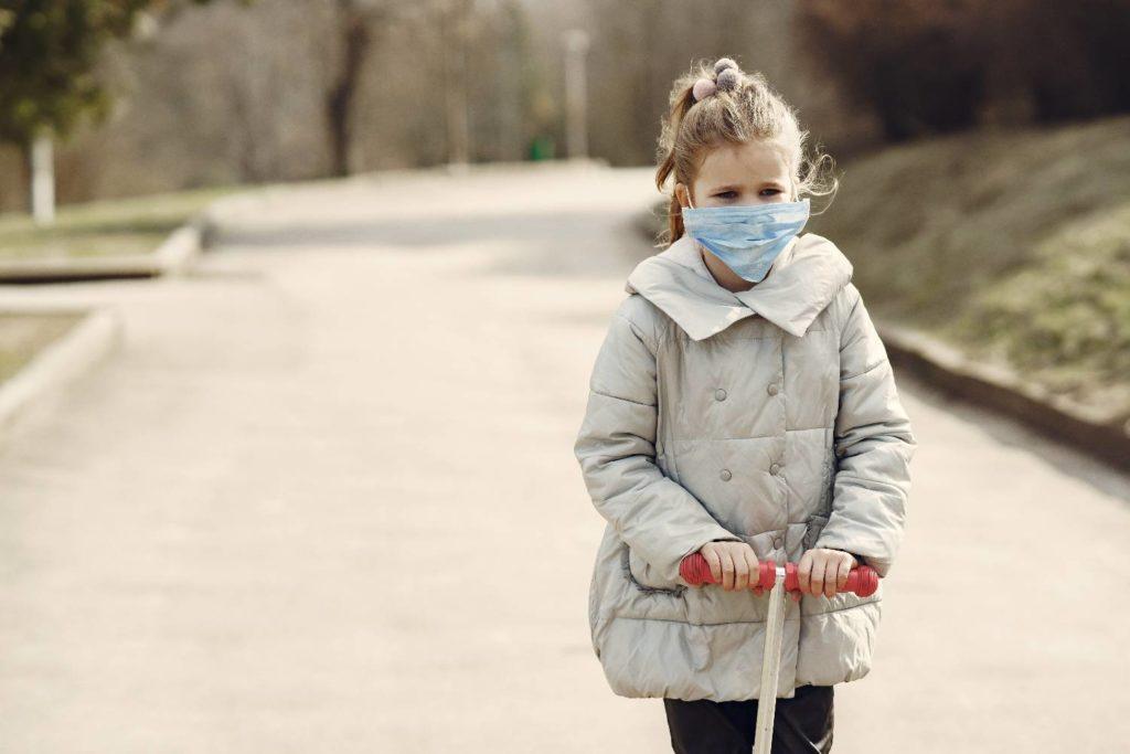 Κορονοϊός – Λινού: Τι είπε για διπλή μάσκα και παιδιά