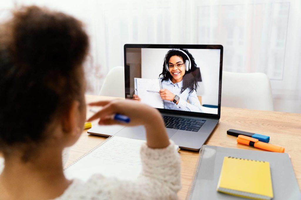 Εκπαιδευτικοί για τηλεκπαίδευση: ΝΕΕΣ καταγγελίες για τη χρέωση δεδομένων
