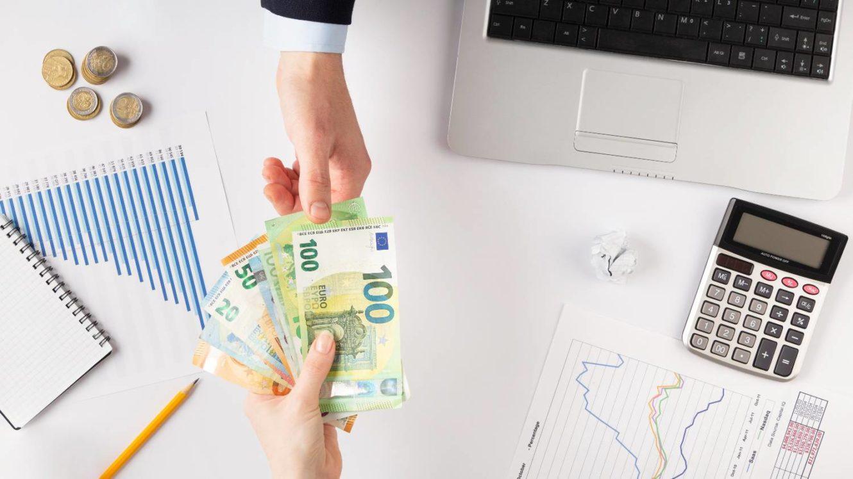 Επίδομα 400 ευρώ: Τι ζητούν οι επιστήμονες από την κυβέρνηση
