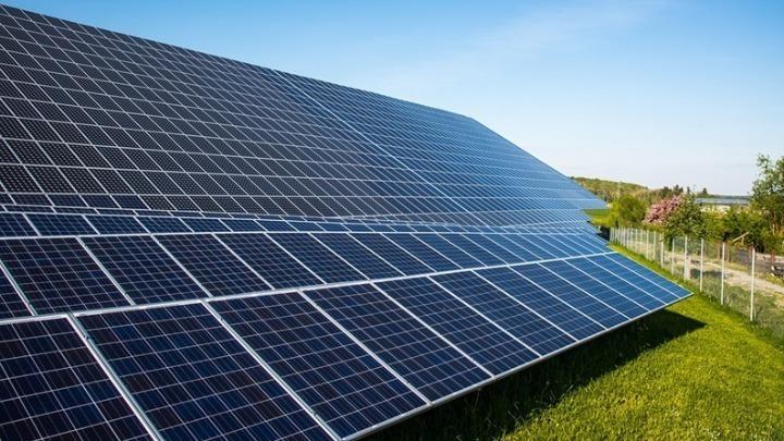 Γιατί είναι υψηλό το επενδυτικό ενδιαφέρον για αιολικά και φωτοβολταϊκά πάρκα