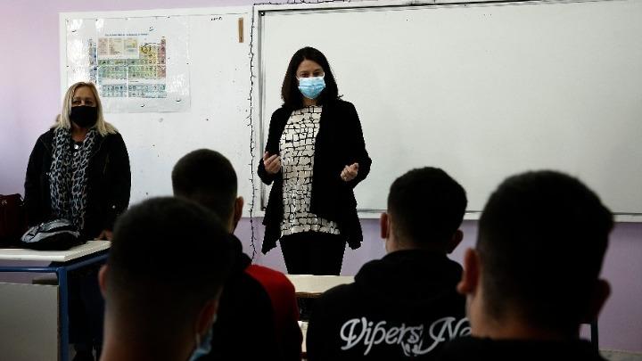 Νίκη Κεραμέως για σχολεία, self test, εμβολιασμούς, προαγωγικές εξετάσεις και Πανελλήνιες 2021