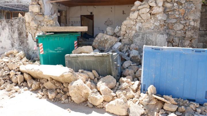 Σεισμός στην Κρήτη: Στήνει σκηνές για τους άστεγους ο στρατός – Συγκλονίζουν οι μαρτυρίες